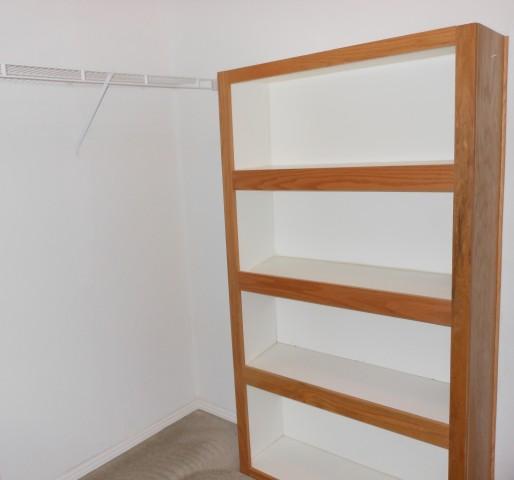 Master closet showrack b