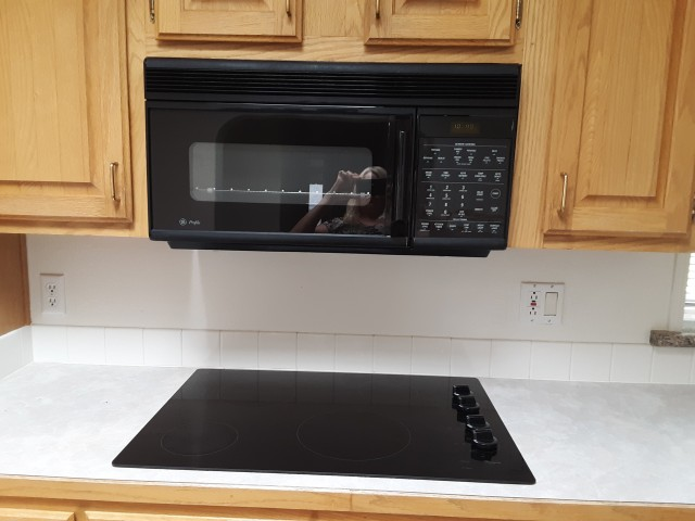 kitchen appliances cooktop and mocro